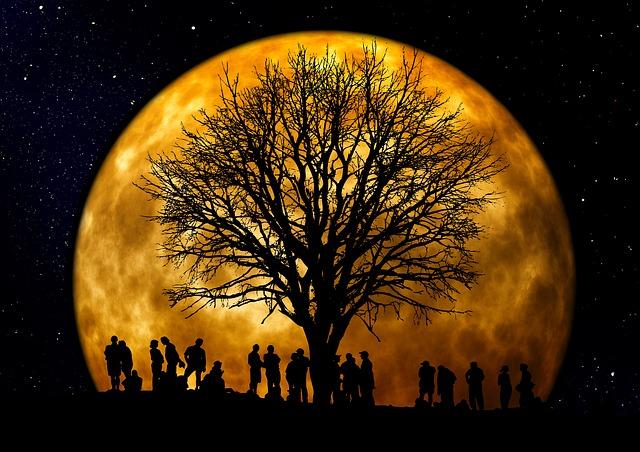 Кому дано увидеть Луну?